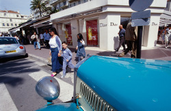 Blauer Oldtimer in Cannes